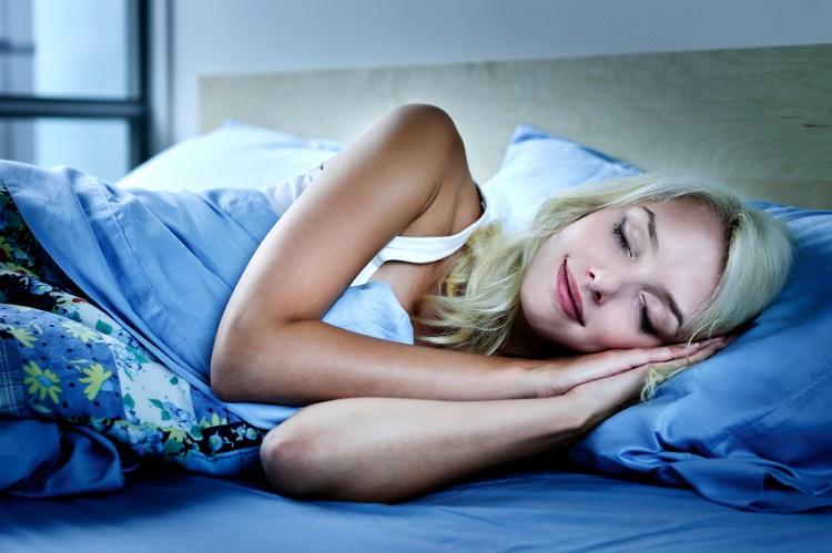 En kvinna som sover